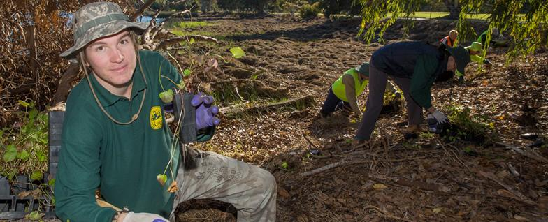 National Landcare Programme volunteers at Lake Claremont